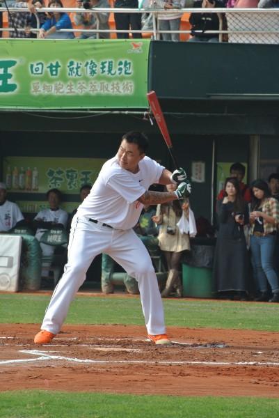 郭泓志參加「南英盃」全壘打大賽,結果5次上場全摃龜。(記者倪婉君攝)