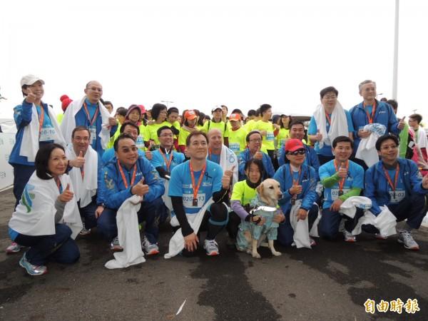 「2015臺北渣打公益馬拉松」開跑,首設企業領袖盃。(記者李靚慧攝)