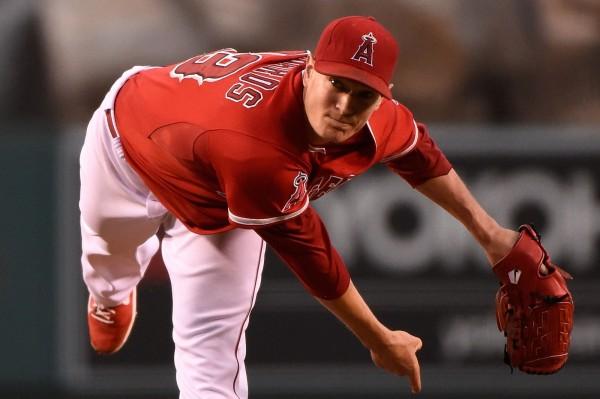 洛杉磯天使隊王牌投手李察斯因為左膝傷勢不及恢復,確定趕不上今年開季。(法新社)