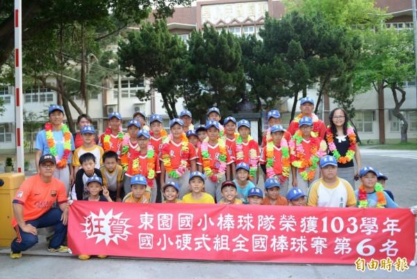 新竹市東園國小參加全國硬式組全國棒球賽獲得第六名,是竹市20年最棒的成績,其中有4名學生還敲出9支全壘打。(記者洪美秀攝)