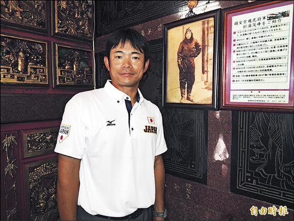 總教練仁志敏久來自日本茨城縣,與飛虎將軍杉浦茂峰(舊照)同鄉。(記者蔡文居攝)