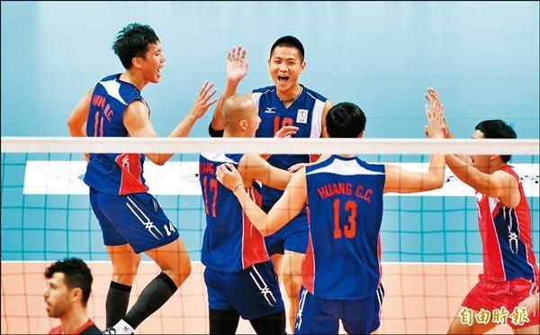 亞洲俱樂部男子排球錦標賽昨日進行台灣與伊拉克之戰,台灣以快攻戰術拿下勝利。(記者羅沛德攝)