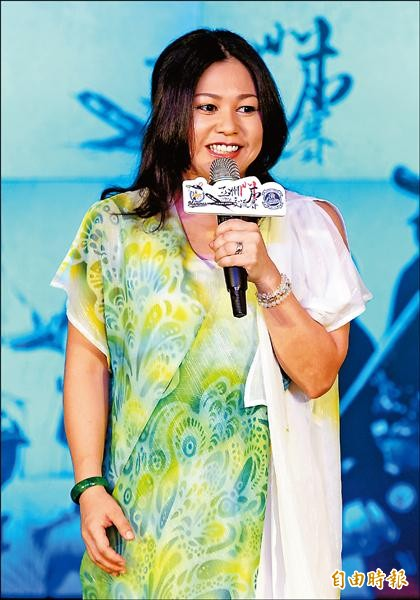 石垣市觀光大使夏川里美10月將來台觀賞中職比賽。(記者林正堃攝)