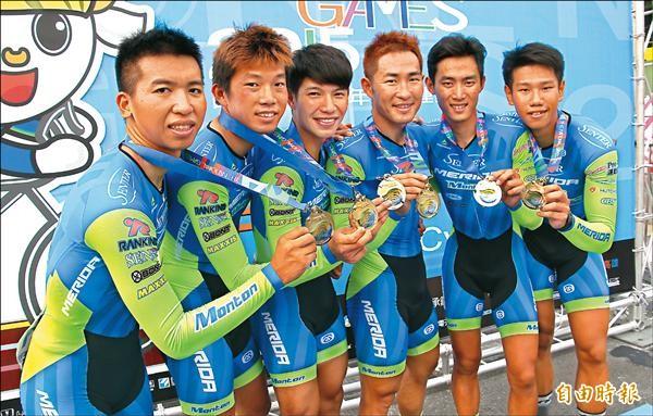 老將巫帛宏(右3)領軍,力克台中市勇奪金牌。(記者林宗偉攝)