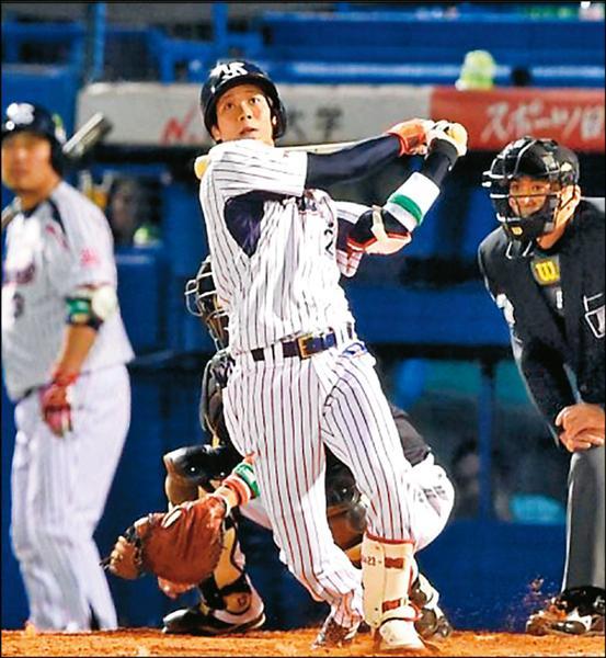 養樂多隊山田哲人敲出日本一史上首見的單場3響砲,系列戰追成1:2。(取自日刊體育網站)