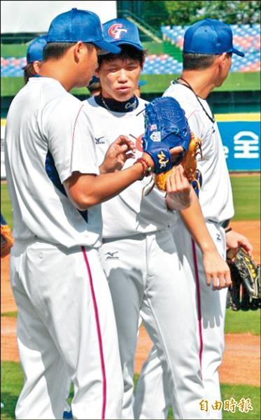陳冠宇(中)今年年薪600萬日圓,預訂11月底和羅德談新約。(記者倪婉君攝)