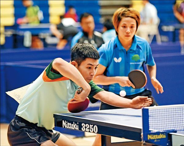 王李中羿(左)和林佳慧拿下全國桌球錦標賽混雙冠軍。(桌協提供)