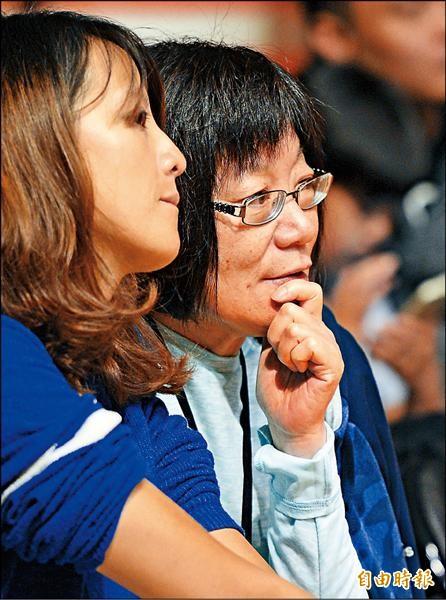 林書緯媽媽昨晚也在場邊觀戰。(記者林正堃攝)