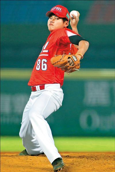 林樺慶本屆冬盟先發兩場合計12局無責失,總教練吳俊良盛讚他的表現。(中職提供)