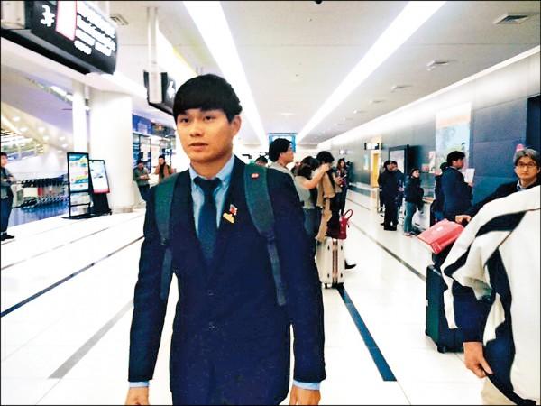 仍是役男身分的林子崴,因未事先通報兵役單位,昨被擋在機場無法赴日,經緊急補辦手續,稍晚才趕到名古屋。(中職提供)