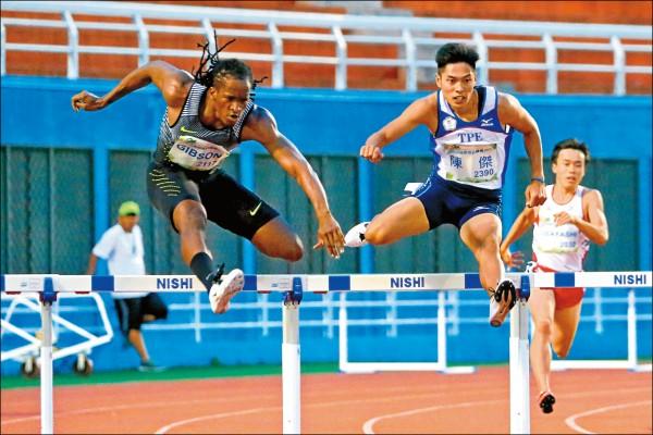 陳傑(右2)400公尺跨欄飲恨,獲得銀牌。(大會提供)