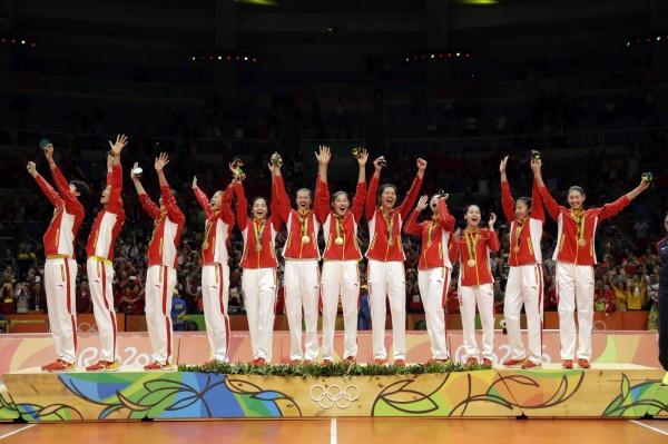 中國女排在里約奧運擊敗塞爾維亞,奪下金牌。(美聯社)