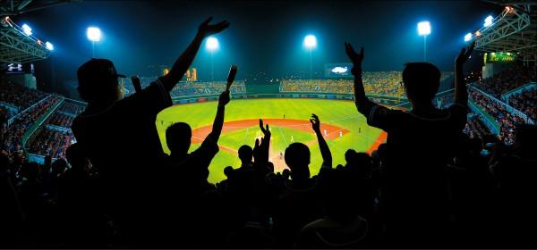 義大犀牛桃園主場門票,今天中午起開賣,義大球迷得「力抗」兄弟北部廣大球迷,避免成為「全象客場」。(資料照)