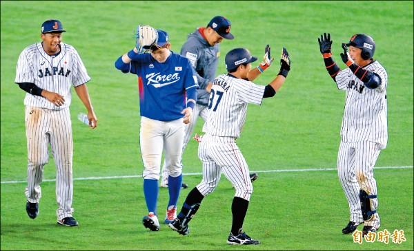 南韓延長賽10局下被日本逆轉。(特派記者林正堃攝)