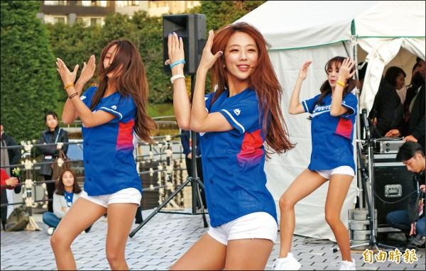 韓國啦啦隊。(特派記者林正堃攝)