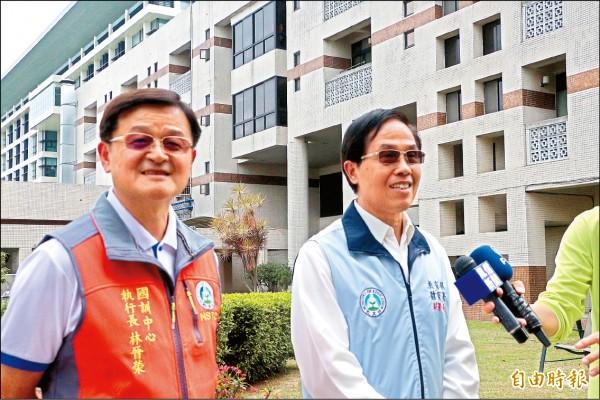 體育署副署長王水文(右)昨前往國訓中心了解選手生活狀況,左為國訓中心執行長林晉榮。(記者粘藐云攝)