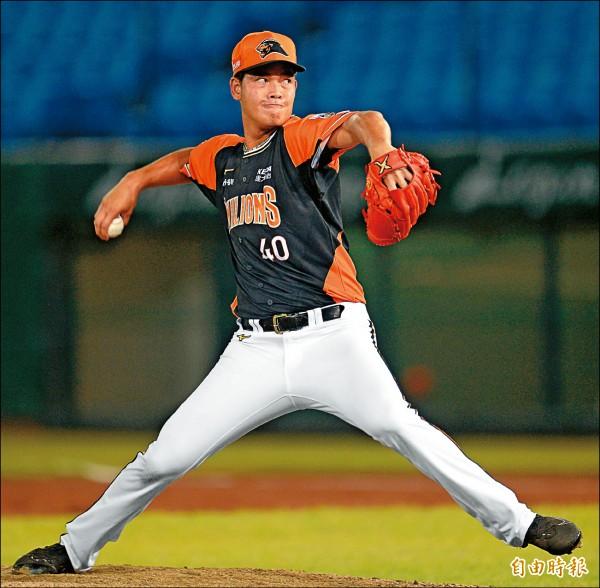 獅隊投手黃竣彥非出身棒球名門,因為不想被人看低,加倍努力在中職舞台奮戰。(記者林正堃攝)