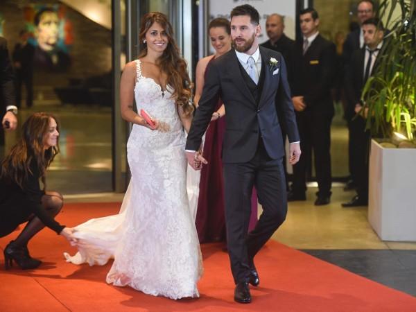 一年前的今天,梅西與安托內雅·羅庫佐於家鄉羅薩里奧(Rosario)舉行世紀婚禮。(法新社)