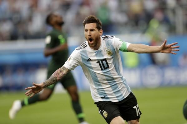 日前阿根廷靠著「球神」梅西(LionelMessi)帶領下驚險挺進16強。(美聯社)