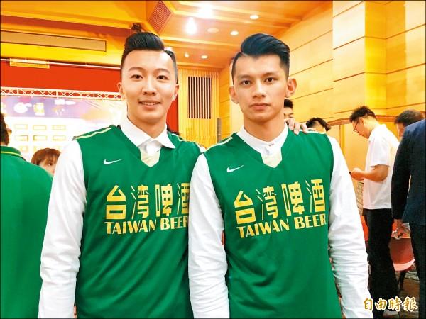 簡祐哲(左)被台啤選中成為榜眼,和高中時的老隊友潘向挺(右)再度同隊。(記者粘藐云攝)