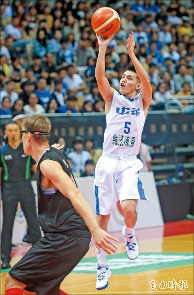 台灣白隊林俊吉首次披國家隊戰袍,就拿下全隊最高16分。 (記者林正堃攝)