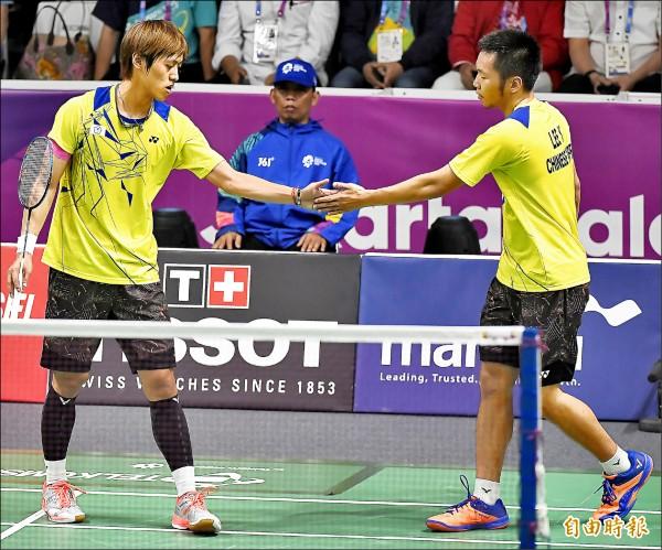 台灣羽球男雙組合李洋(右)與李哲輝(左)拿下銅牌。(特派記者陳志曲攝)