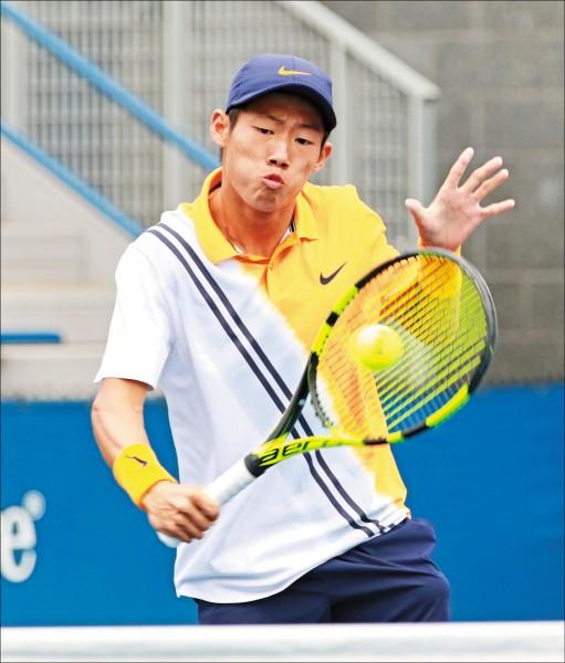 今年勇奪法網、溫網青少年男單雙冠的曾俊欣,也被看好在接下來的青奧比賽能奪牌。(資料照)