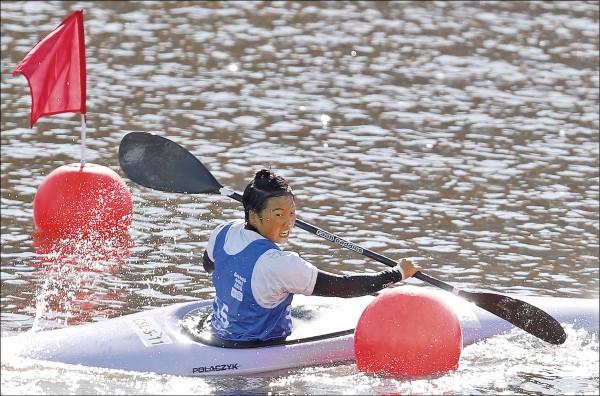 賴子璇在青奧輕艇K1靜水標竿摘下銅牌。(中央社)