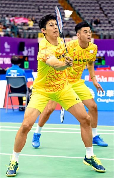 羽球男雙組合陳宏麟(前)、王齊麟(後)首輪僅花費22分鐘即獲勝晉級。 (資料照)