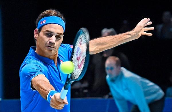 費德爾在ATP年終總決賽打敗提姆,終於在分組賽開胡。(歐新社)
