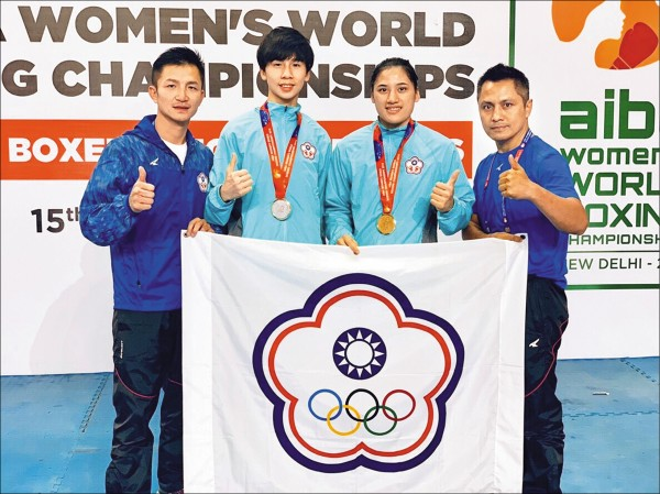 陳念琴(右二)與林郁婷(左二)甫於女子世錦賽首度打下兩面金牌。(體育署提供)