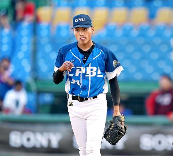 吳俊偉雖然「關門」失利,但總教練林振賢仍看好他未來將成為很好的救援投手。(中職提供)
