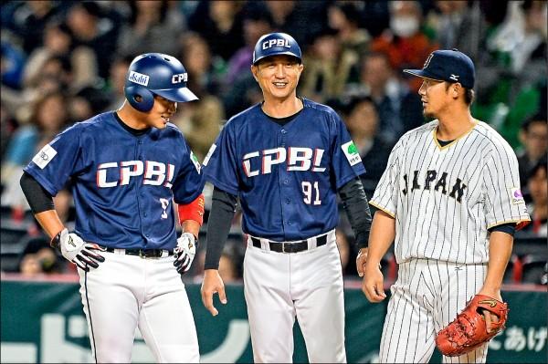 王柏融(左)與新隊友中田翔(右)以及近藤健介,有可能組成火腿中心打線。(資料照)
