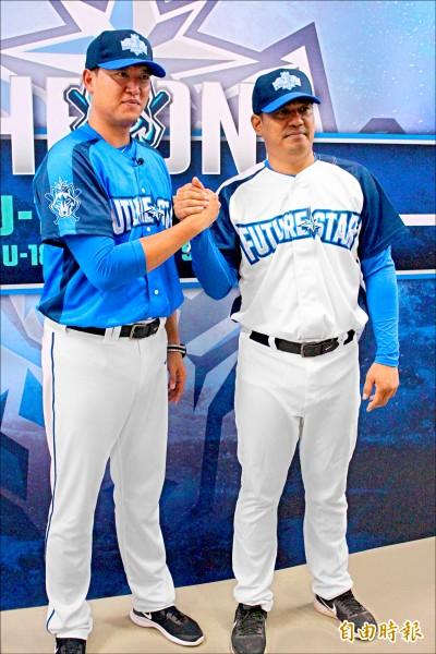 王建民(左)、陳金鋒兩位神級總教練是比賽另一焦點。 (記者羅志朋攝)