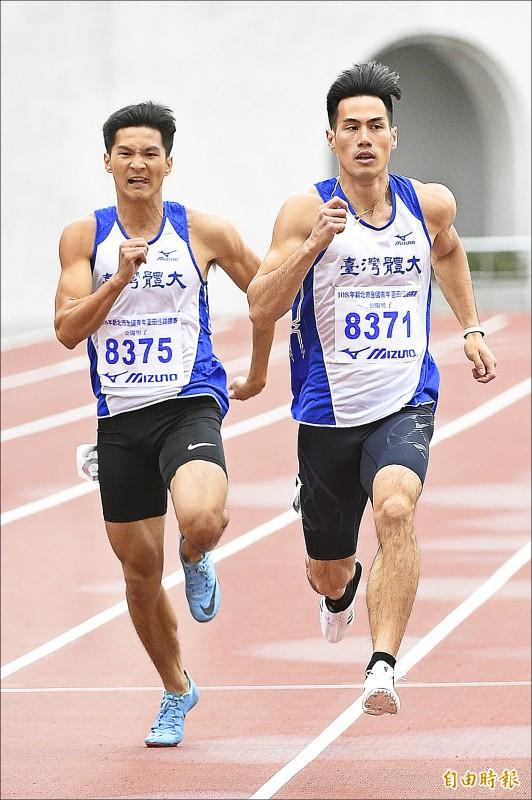 楊俊瀚(右)與王偉旭(左)在200公尺男子組包辦一二名。(記者陳志曲攝)