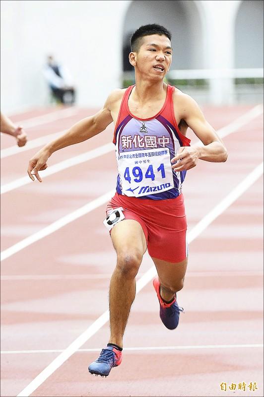臺南市新化國中魏浩倫在新北市全國青年盃田徑錦標賽200公尺國中男子組,以21.56秒的成績打破楊俊瀚國中時期所創的大會紀錄。(記者陳志曲攝)