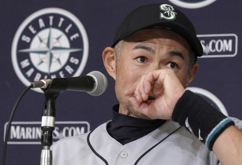 MLB》一朗賽後記者會看不到 日女主播做這舉動獲網友大讚
