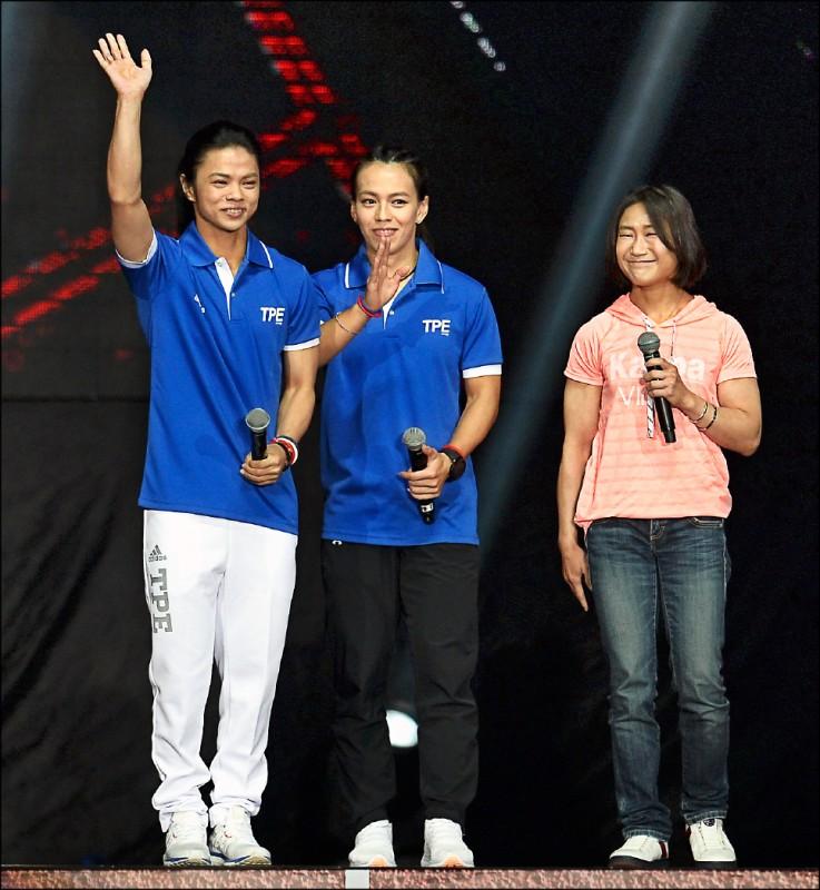 舉重名將許淑淨(左)與陳葦綾(右)已退役,郭婞淳(中)將繼續奮戰東京奧運。(資料照)