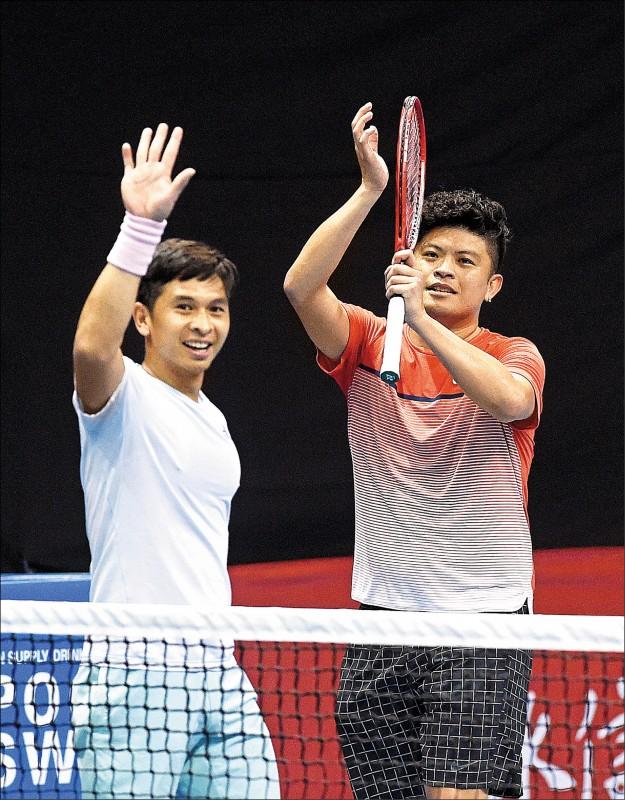 謝政鵬(右)與印尼戰友朗卡特在日內瓦網賽8強止步。(資料照)