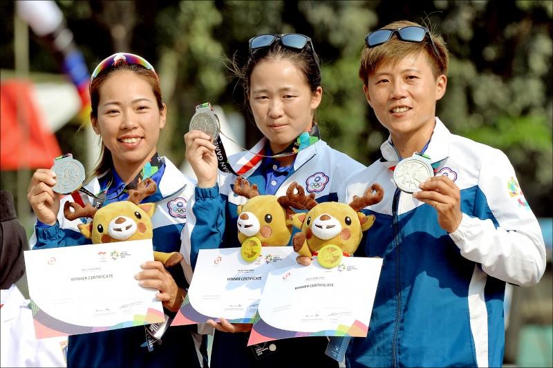 台灣射箭女團譚雅婷(左起)、彭家楙、雷千瑩。(資料照)