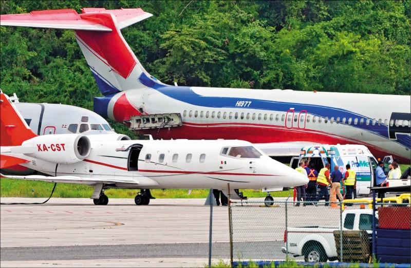 「老爹」歐提茲昨搭乘專機返回波士頓治療。(美聯社)