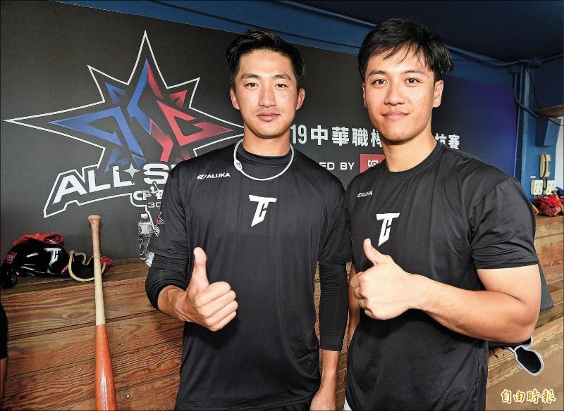 吳昇峰(左)與蘇智傑(右)是昨日壽星。 (記者陳志曲攝)