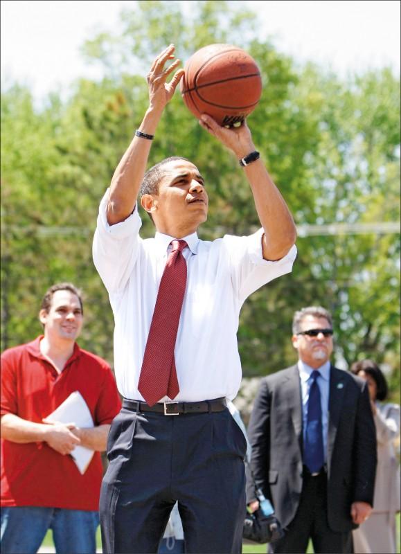 前美國總統歐巴馬愛打籃球出名。(法新社檔案照)
