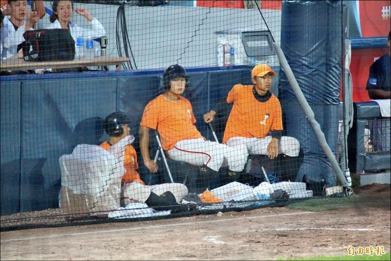 南韓當地志工和工作人員時常幫台灣隊加油喝采。(特派記者羅志朋攝)