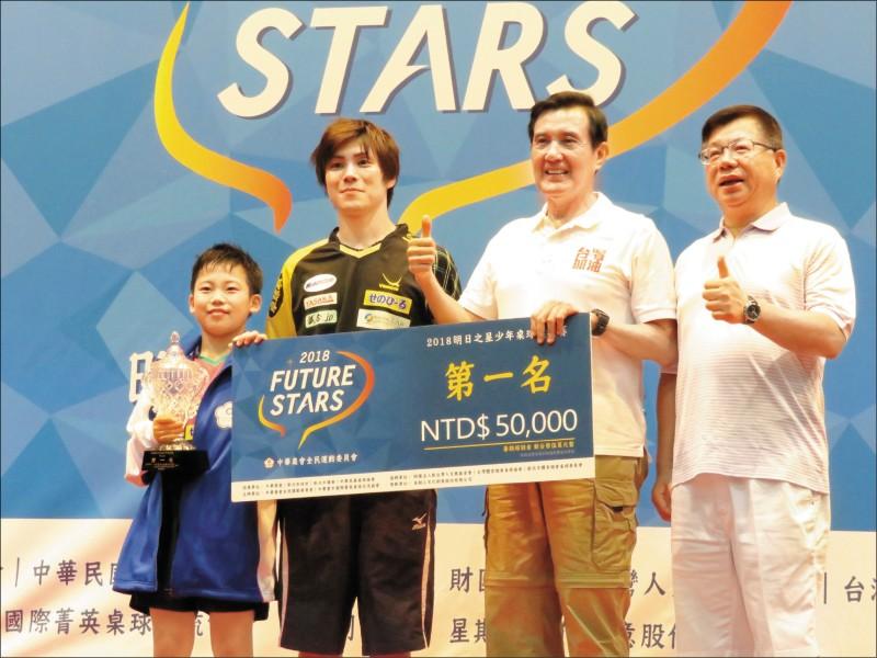 12歲日本神童松島輝空(左)最具話題性。(資料照)