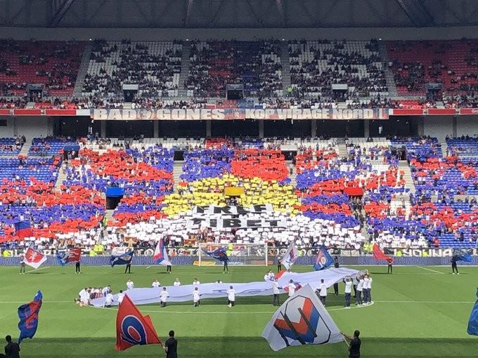 抗议球团迎合中国市场 里昂球迷排出「雪山狮子旗」呛声