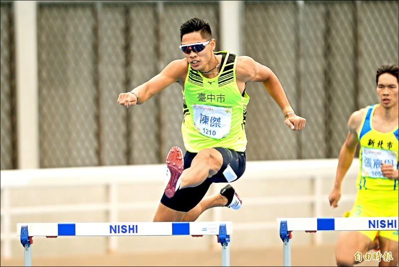 陳傑贏得400公尺跨欄金牌,生涯金牌數停留在16面,只差一面就平紀錄。(記者林正堃攝)