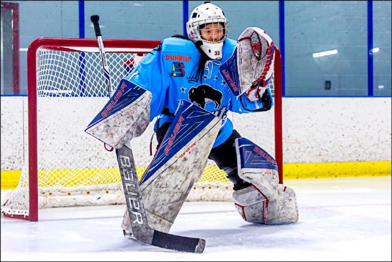 徐子庭參加美國女子職業冰球聯盟選秀,受到至少3支球隊青睞,最終選擇加入水牛城美女隊。 (徐子庭提供)