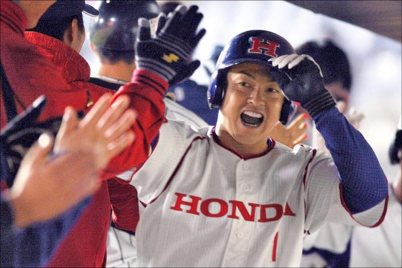 日本社會人吉田叡生昨轟出雙響砲。(中職提供)