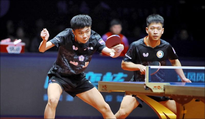 世桌年終賽男雙決賽,林昀儒(左)/廖振珽拿下亞軍。(取自ITTF官網)